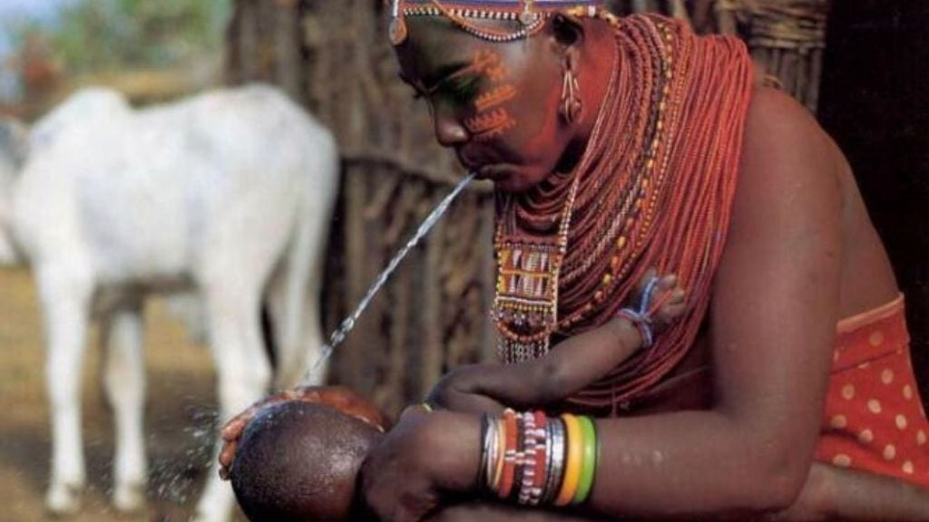 Kadealo, African Traditions, Spitting